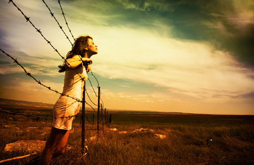 barbed-wire-freedom-girl-good-happiness-favim-com-227797